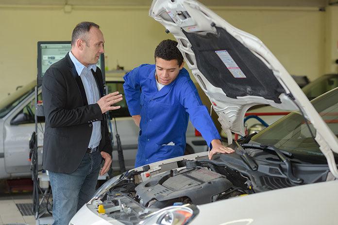 Pracuj jako mechanik samochodowy