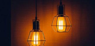 Jak uzyskać efekt klimatycznego oświetlenia w salonie?