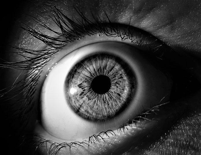 Astygmatyzm: dlaczego okulary korekcyjne warto zamienić na soczewki toryczne?