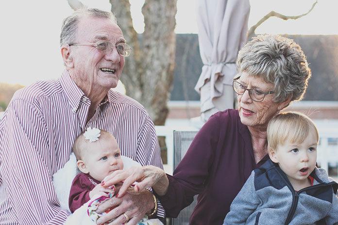 Jak ułatwić sobie proces szukania pracy jako opiekun osób starszych za granicą?