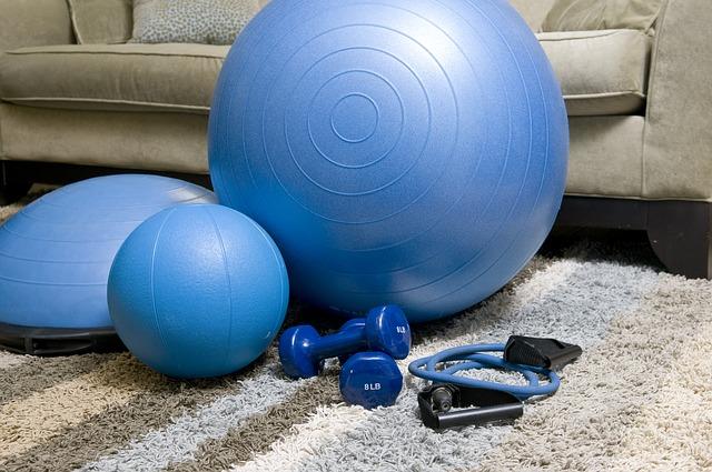 Piłka do ćwiczeń - jak wybrać odpowiednią dla siebie?